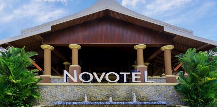 novotel-signage-02-2-2