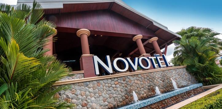 novotel-signage-01-2-2