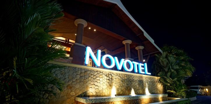 novotel-signage-03-2