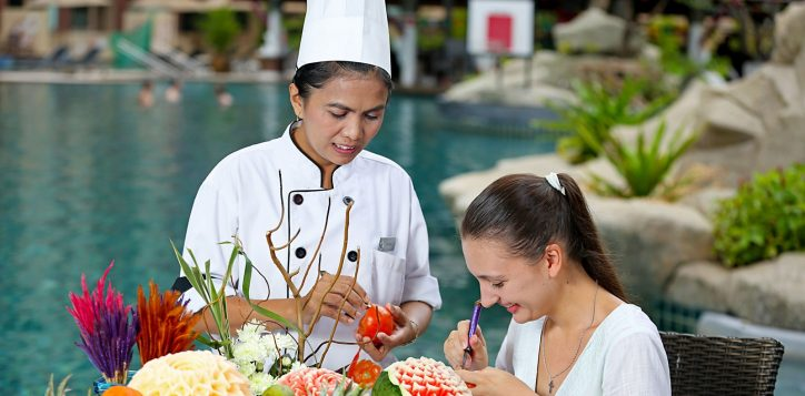 novotel-phuket-vintage-park-activity-carving-2