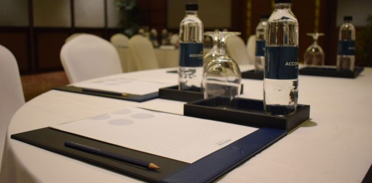 novotel-phuket-vintage-park-meeting-table-2