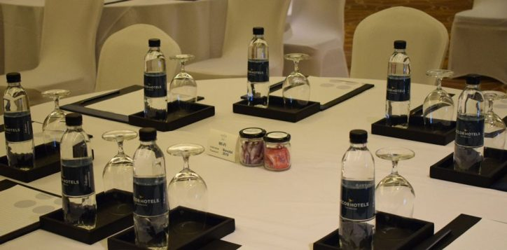 novotel-phuket-vintage-park-meeting-table-mice3-2