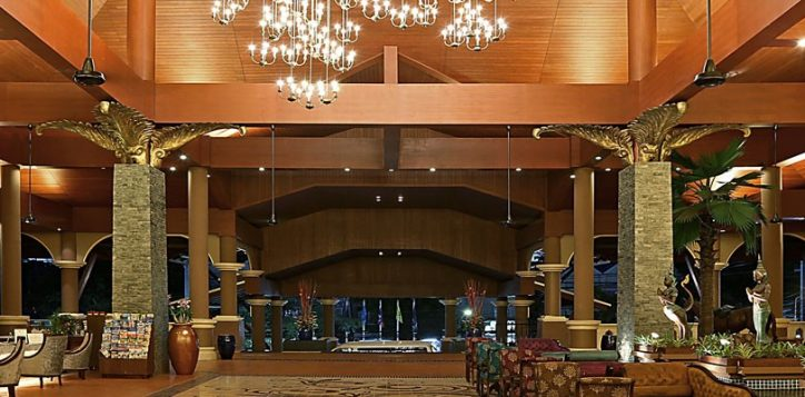 novotel-phuket-vintage-park-lobby-entrance-2-2