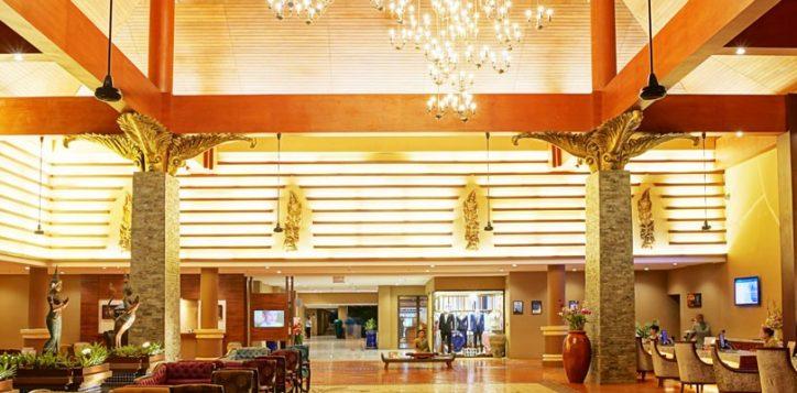 novotel-phuket-vintage-park-lobby-entrance-2