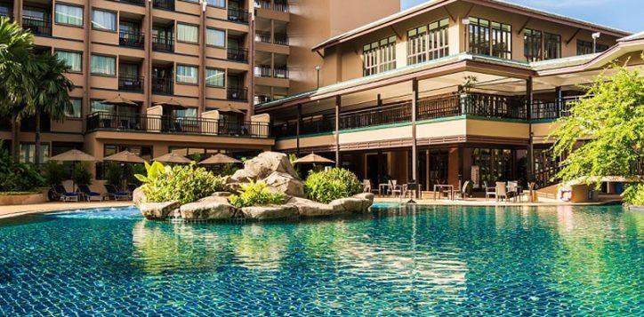 novotel-phuket-vintage-park-pool-lagoon-web-2
